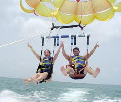 Couple_Parasailing